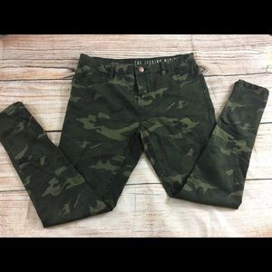 Size 10 Camo Print Mid Rise Jeggings